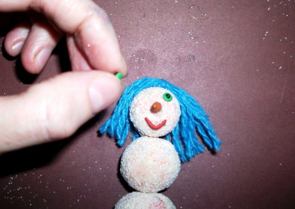 поделка веселый снеговик 9 фото